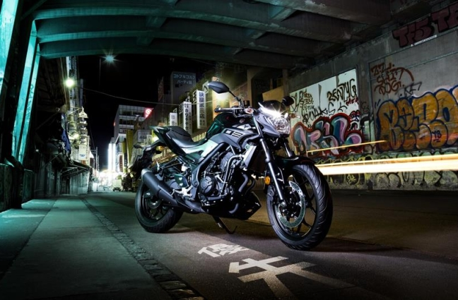 2016 Yamaha MT320 EU Midnight Black Static 002